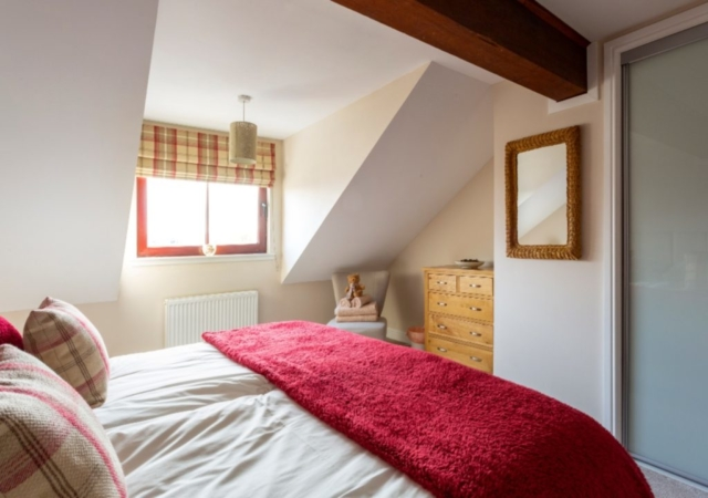 Cosy but spacious Balmoral bedroom