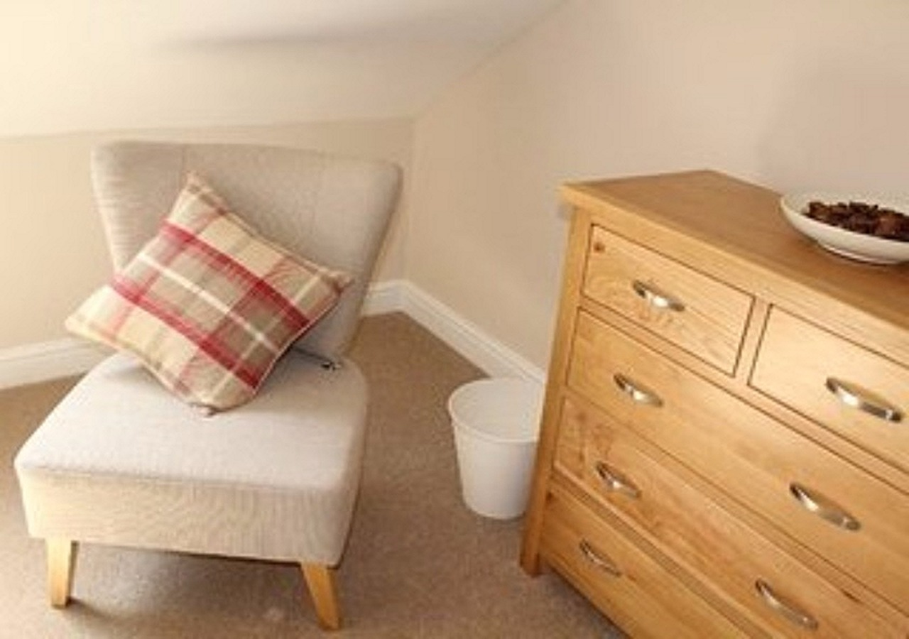 Beautifully furnished in oak